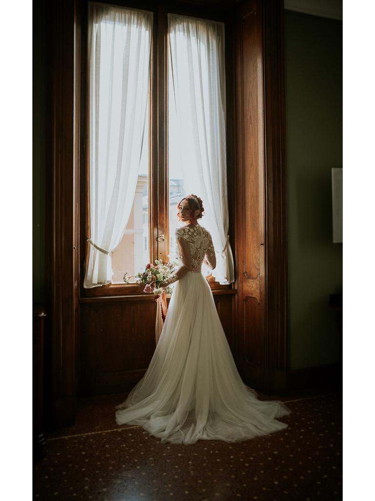 la sposa nella sua camera destination wedding a roma