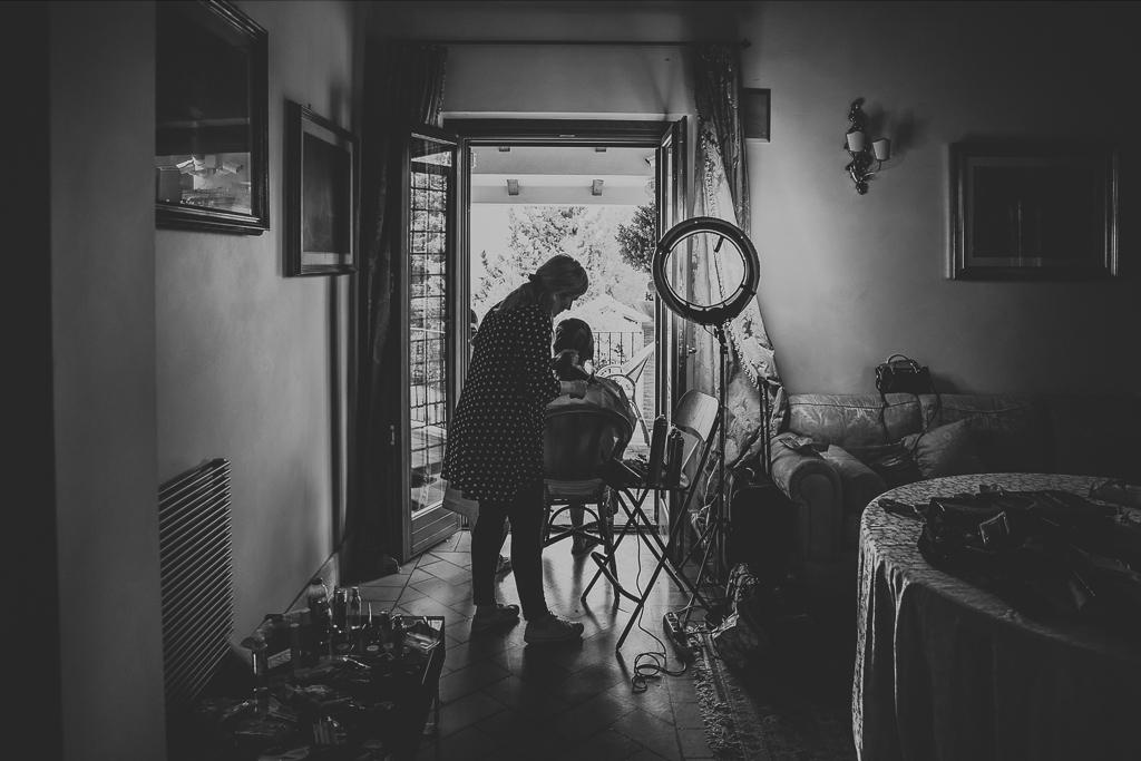 sposa si prepara al matrimonio in tenuta ceccucci roma