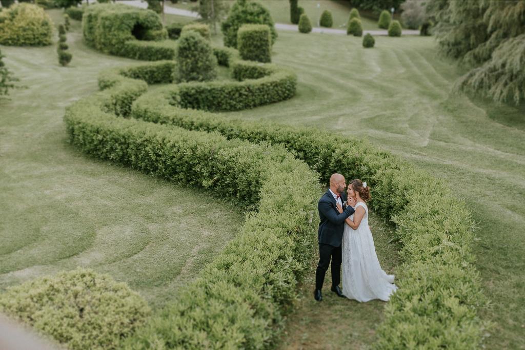 sposi nel giardino di tenuta ceccucci roma