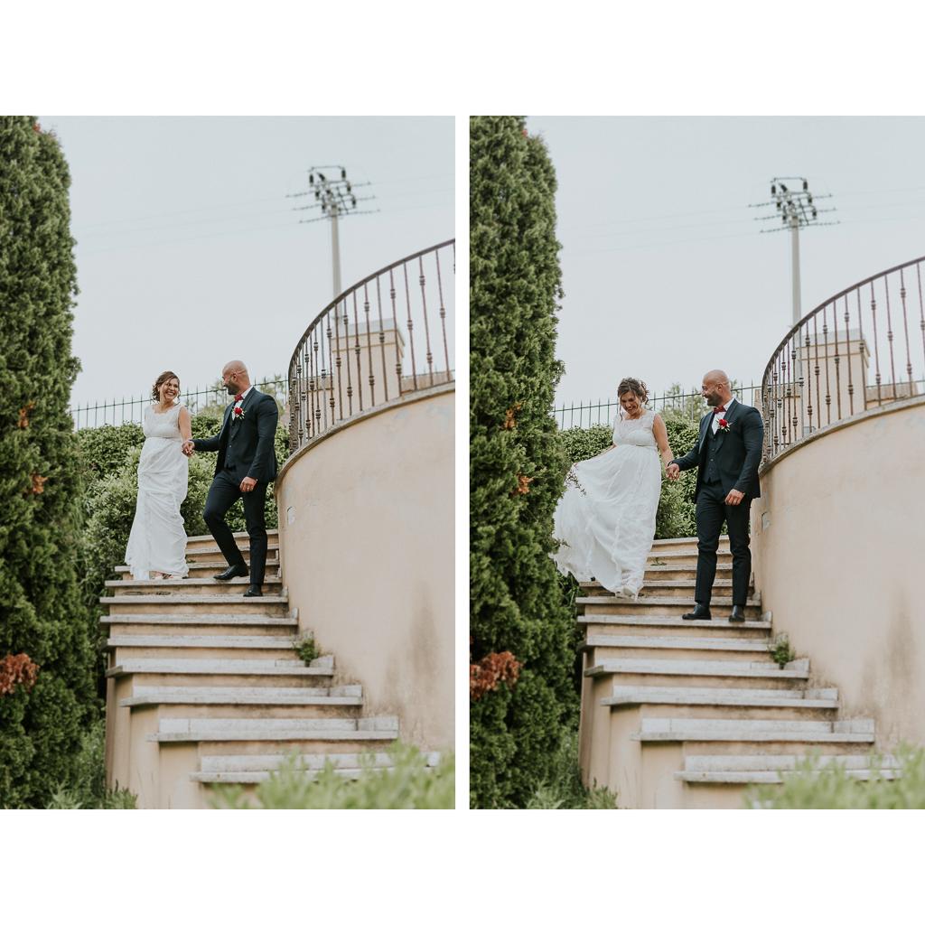 sposi scherzano in giardino