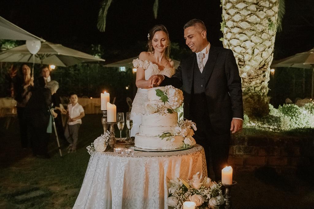 taglio della torta nuziale presso villa grant a roma