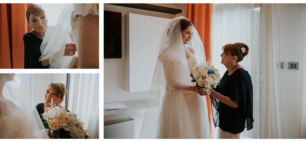 la mamma si emoziona con la sposa