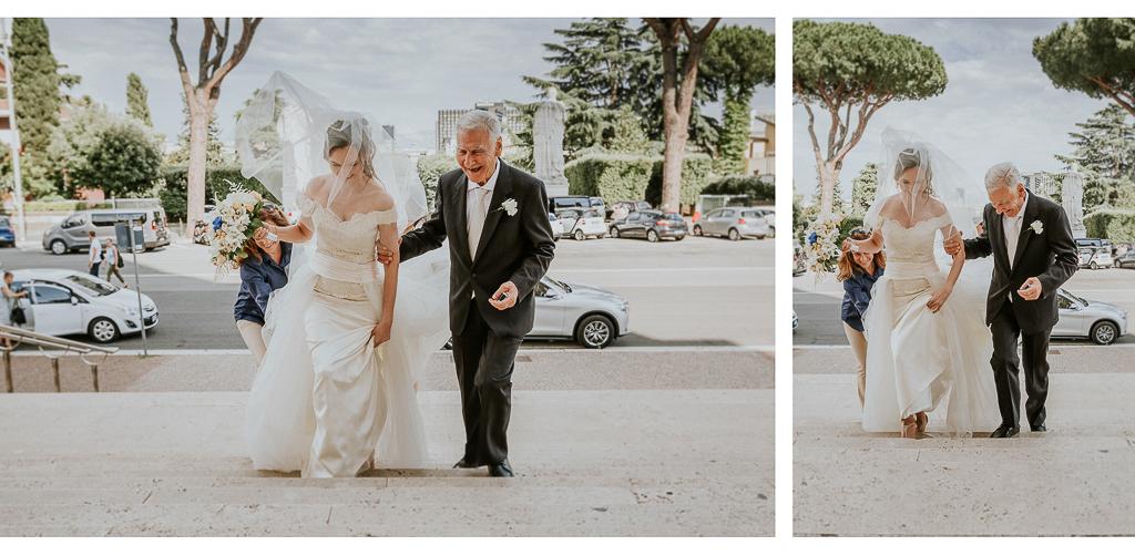 la sposa si avvicina in chiesa con il papà