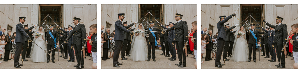 ponte di spade all'uscita della chiesa dopo il matrimonio