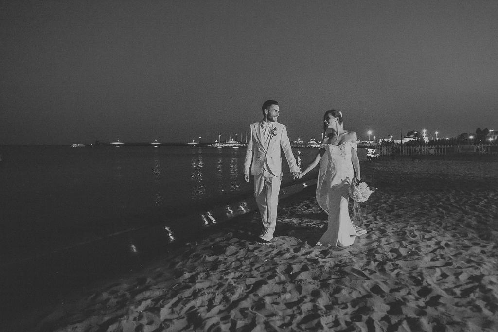 passeggiata serale sulla spiaggia di terracina