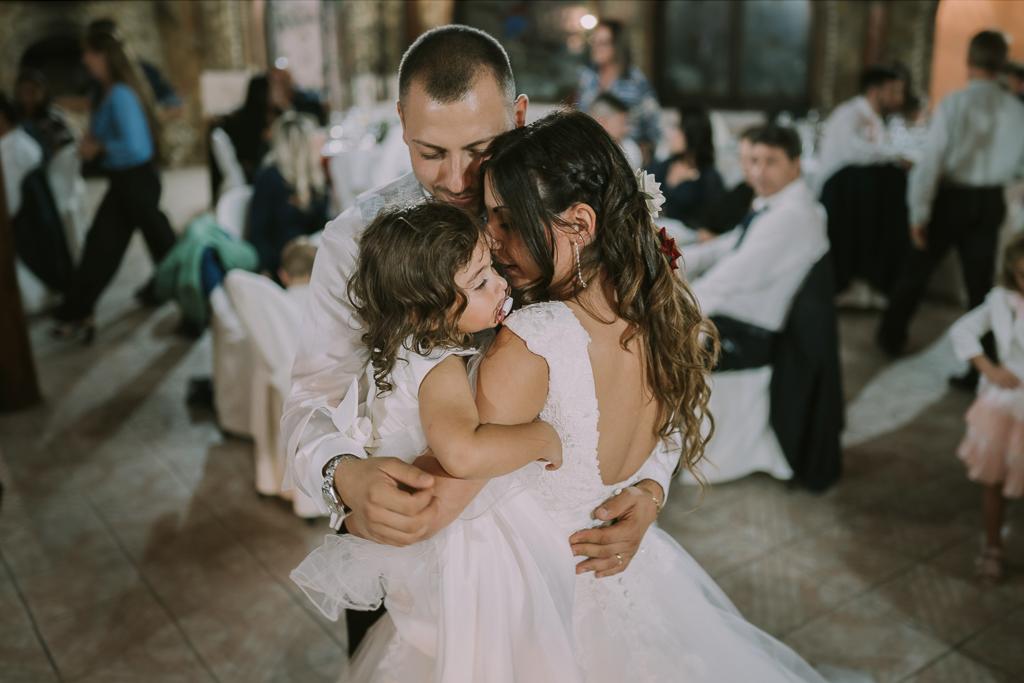 abbraccio degli sposi di Matrimonio in Villa Desirèe a Roma