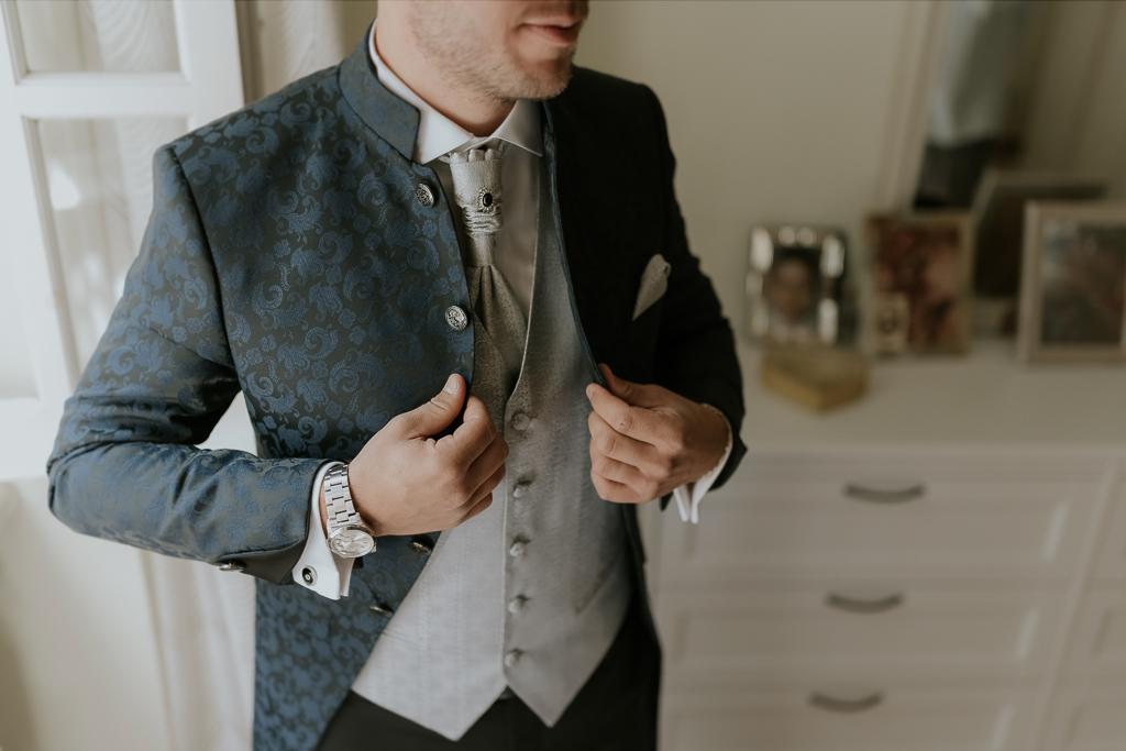 il vestito dello sposo del matrimonio a roma