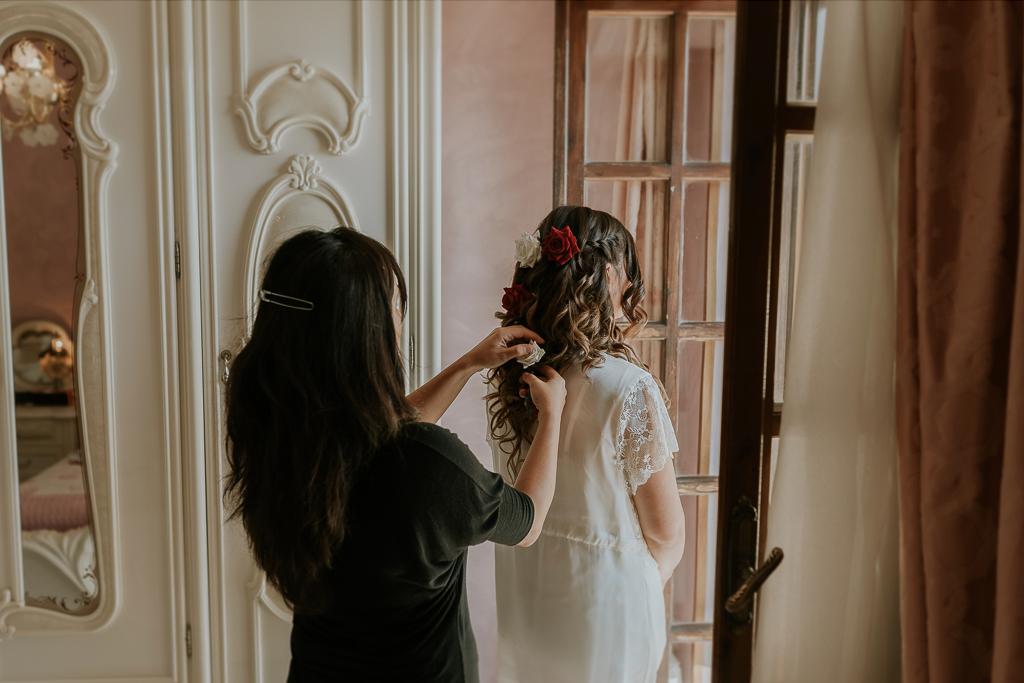 preparazione acconciatura della sposa