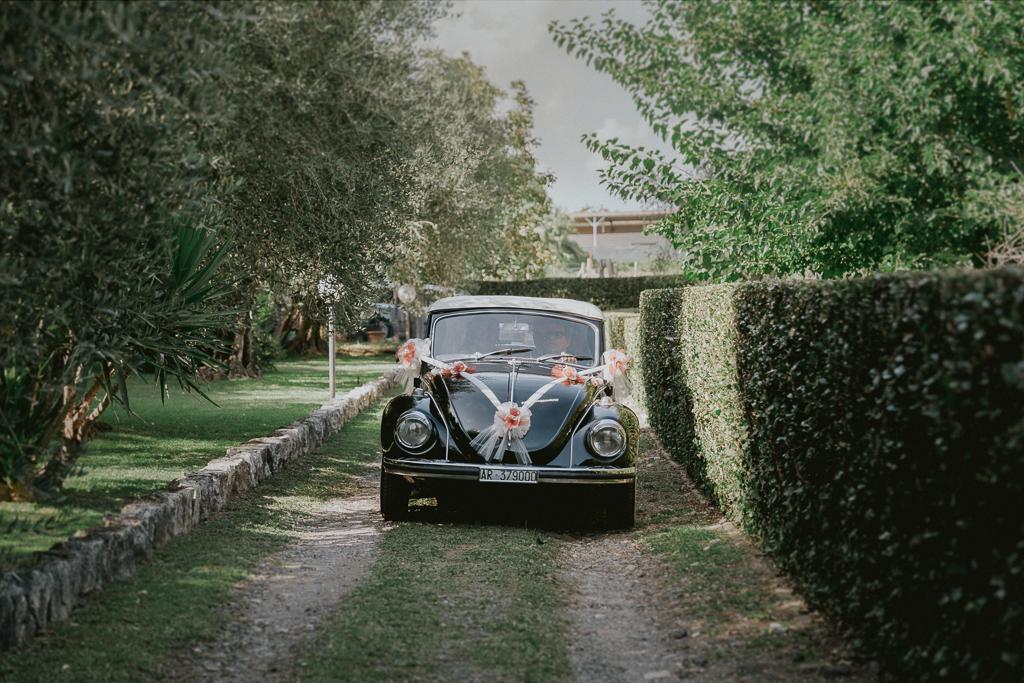 l macchina della sposa diretta in chiesa per la cerimonia a formello