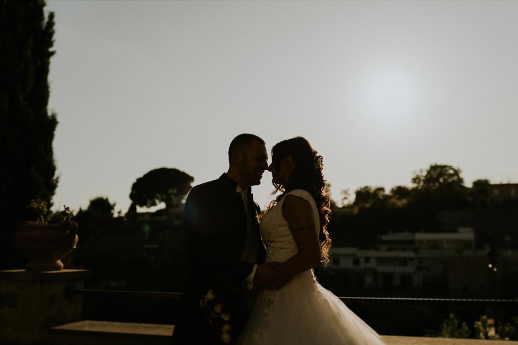 foto silhouette di matrimonio al tramonto