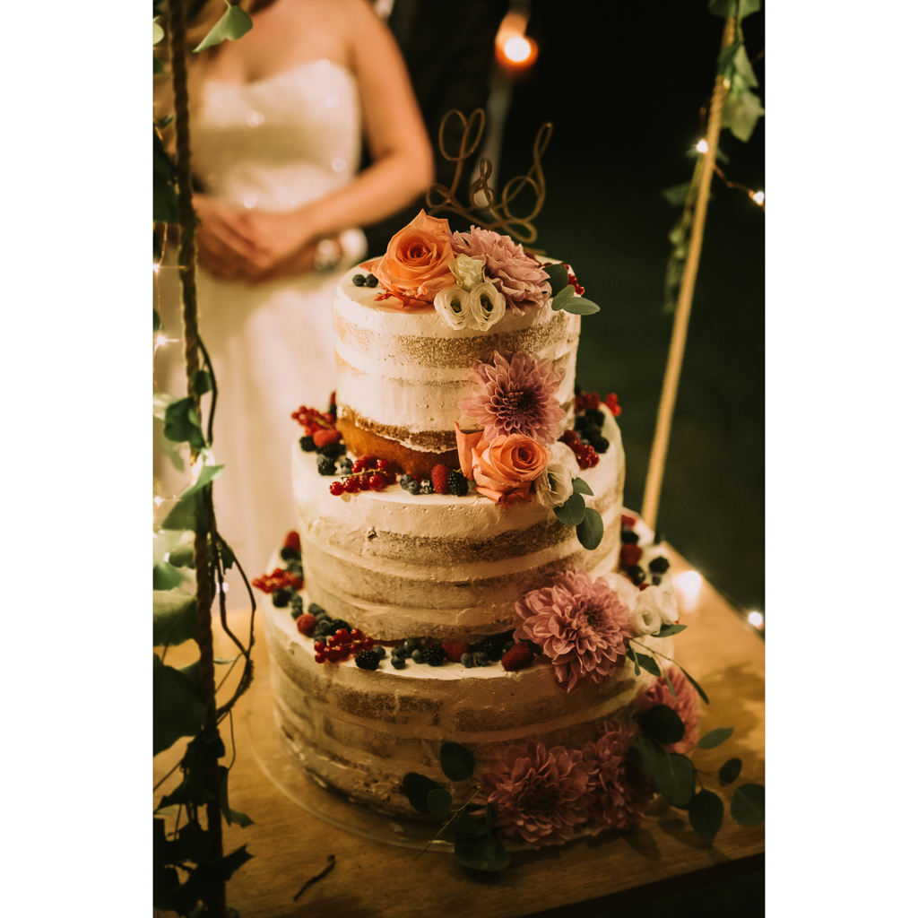 taglio della torta di matrimonio presso tenuta agrivillage