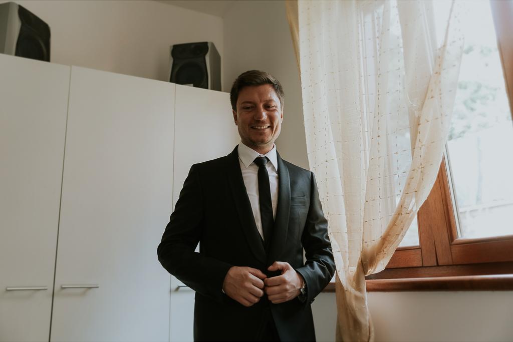 lo sposo matrimonio presso tenuta agrivillage a Roma