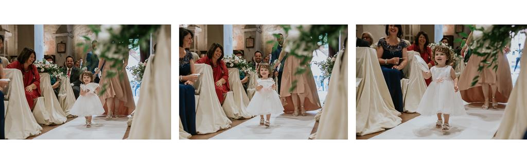 damigella del matrimonio porta le fedi