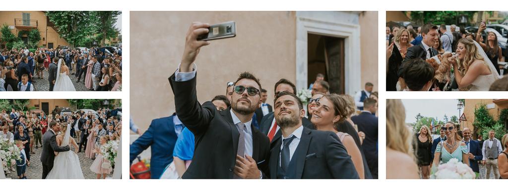 ospiti salutano gli sposi