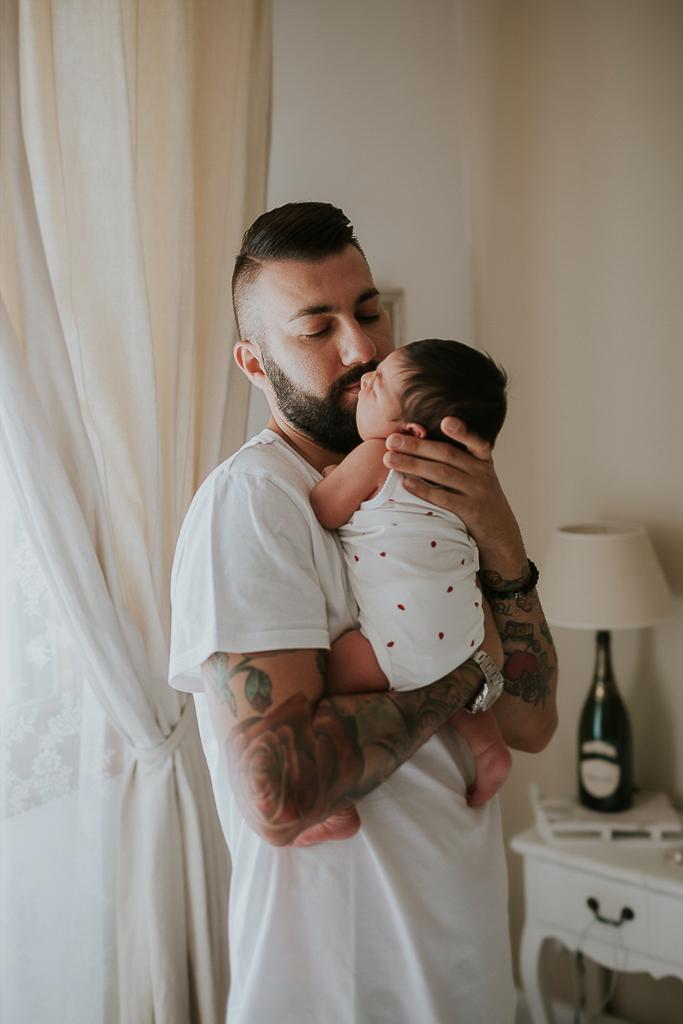 foto in braccio al padre