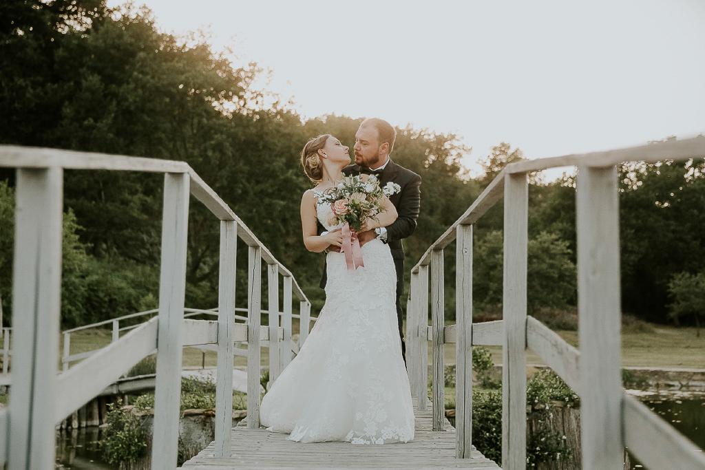 matrimonio sul ponte del laghetto