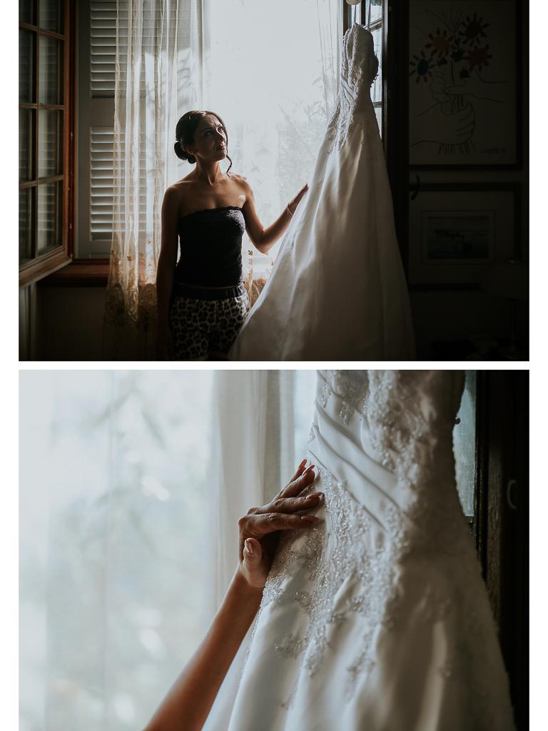 la sposa osserva il suo abito bianco
