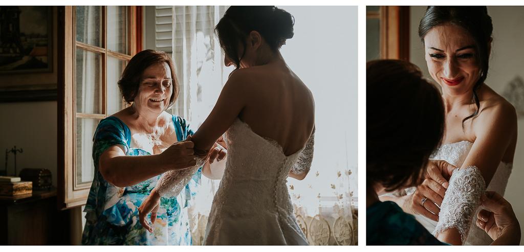 la mamma aiuta la sposa