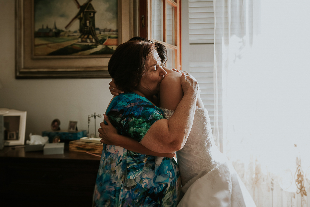 la mamma della sposa di emoziona
