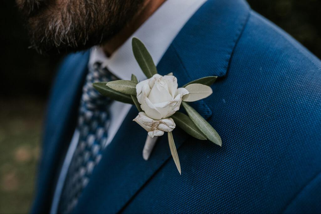 dettagli vestito dello sposo