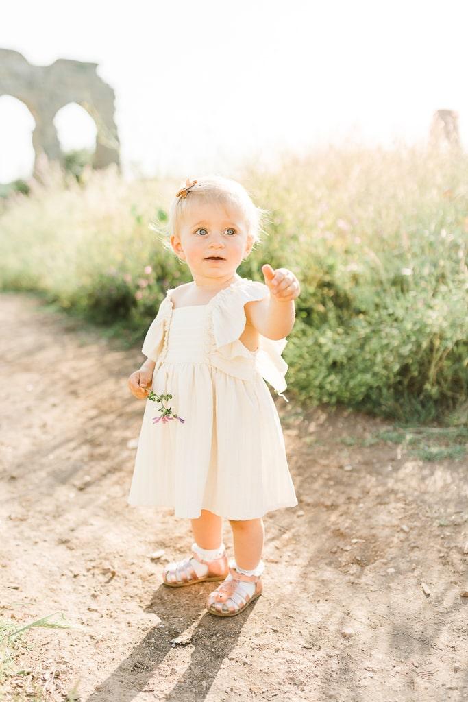 foto bambina che gioca al parco
