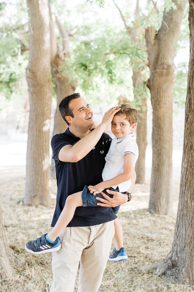 coccole papà e figlio