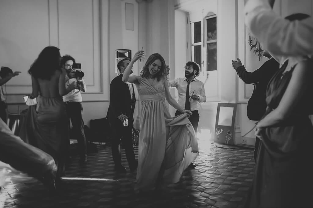 ospiti ballano al matrimonio in villa aurelia