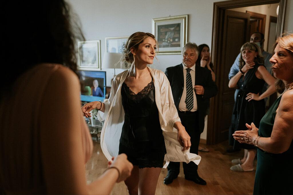 la sposa e gli ospiti