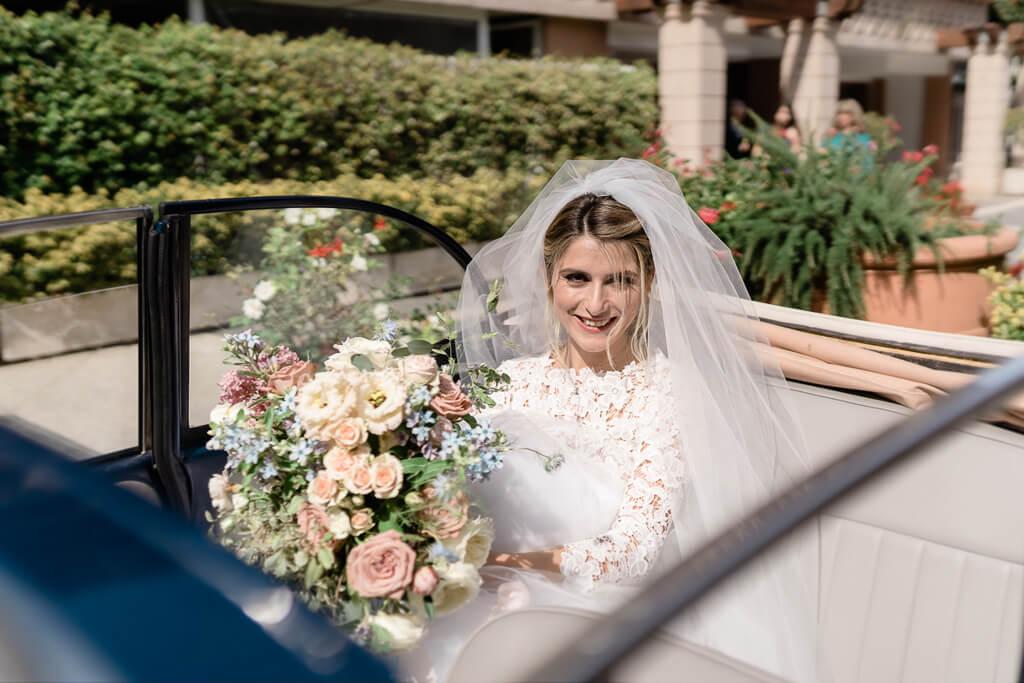 la sposa in macchina