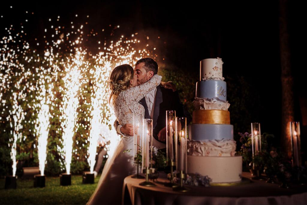 taglio torta con fontane di luci